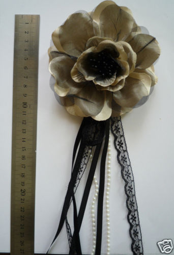 brown flower brooch/corsage